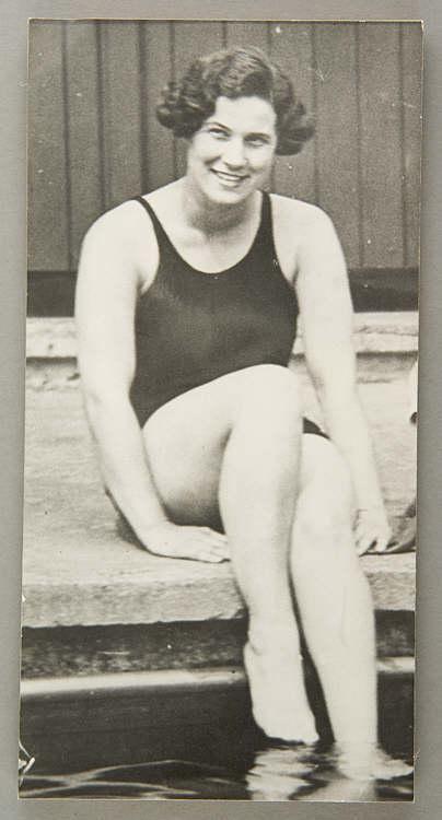 Valerie Davies Valerie Davies Welsh international swimmer 20th century