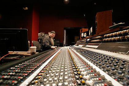 Vance Powell Vance Powell GRAMMY Winner for Best Engineered Album Universal Audio