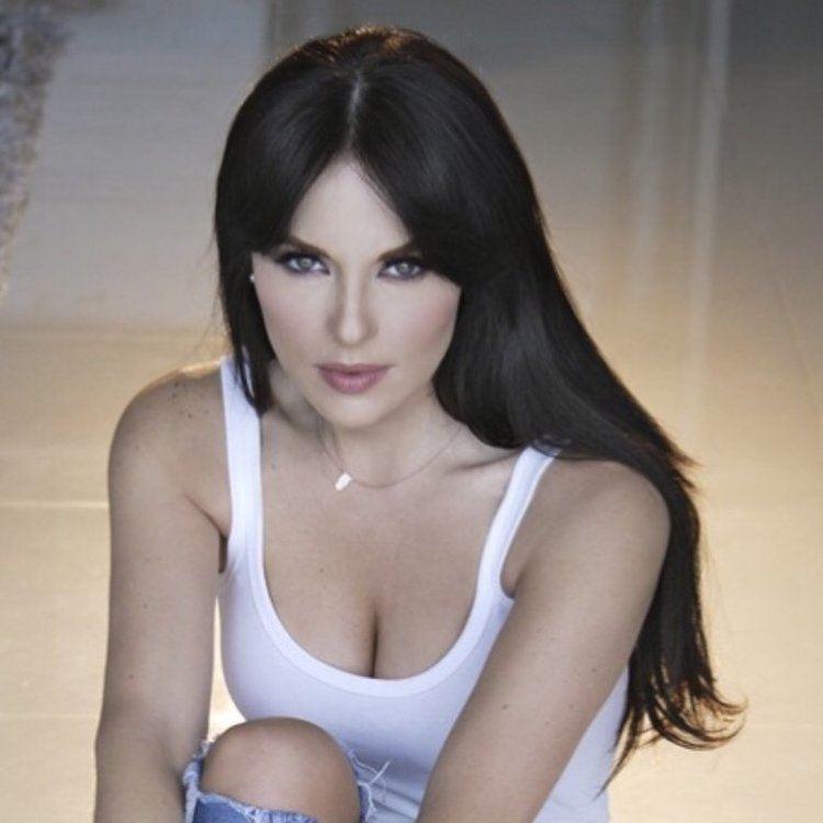 Vanessa Villela httpspbstwimgcomprofileimages5098309936003