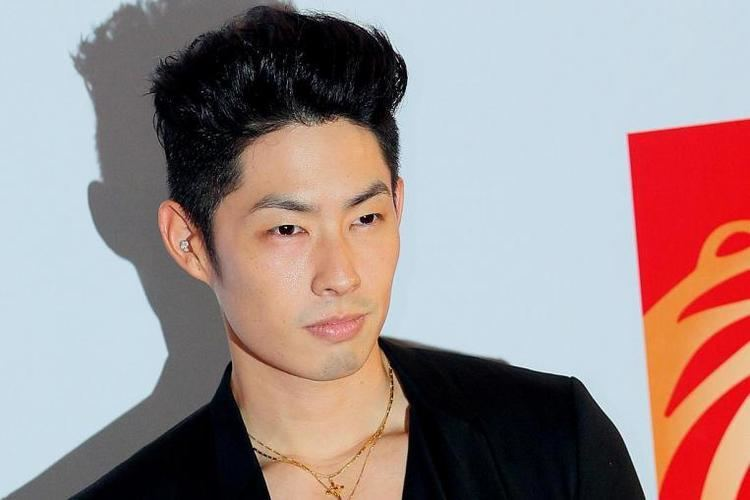 Vanness Wu Actor Van Ness Wu ignores questions about marriage as pal
