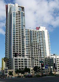 Vantage Pointe Condominium httpsuploadwikimediaorgwikipediacommonsthu