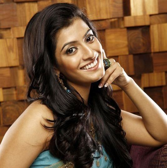Varalaxmi Sarathkumar Profile of Actress Varalaxmi Sarathkumar Tamil Movie