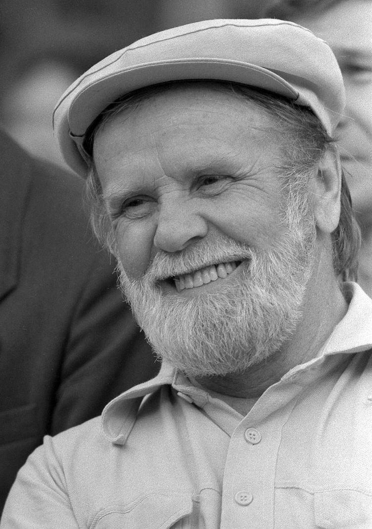 Vasily Belov Russian writer Vasily Belov dies at 80