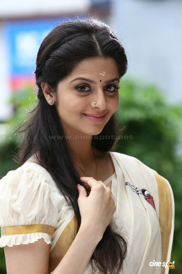 Vedhika actress pics 2