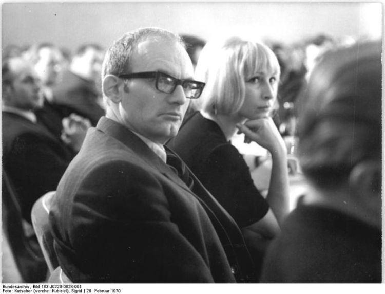 Vera Oelschlegel FileBundesarchiv Bild 183J02260028001 Berlin Hermann Kant und
