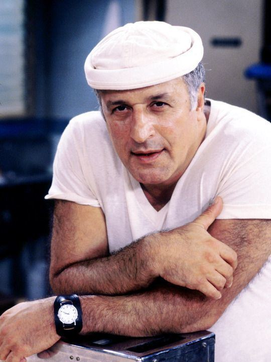 Vic Tayback 402 best RIP images on Pinterest Famous people American actors