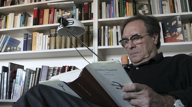 Vicente Verdú Vicente Verd gana el Premio de Hoy de ensayo con La hoguera del