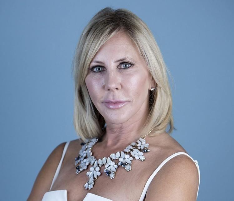Vicki Gunvalson RHOC star Vicki Gunvalson catches employee robbing brokerage NY