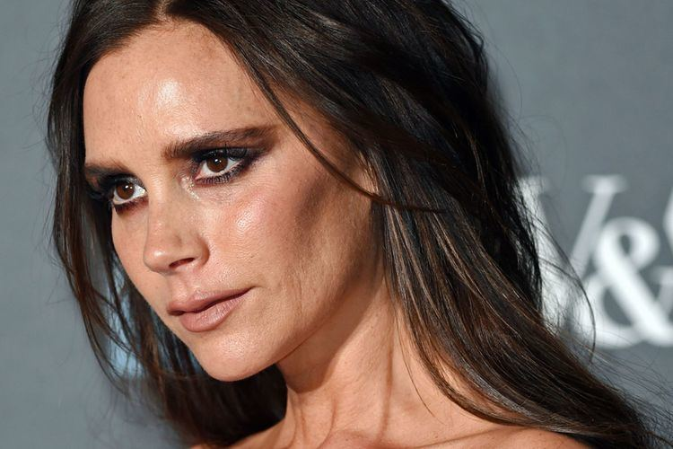Victoria Beckham Victoria Beckham boosts cleavage in strapless gown as she