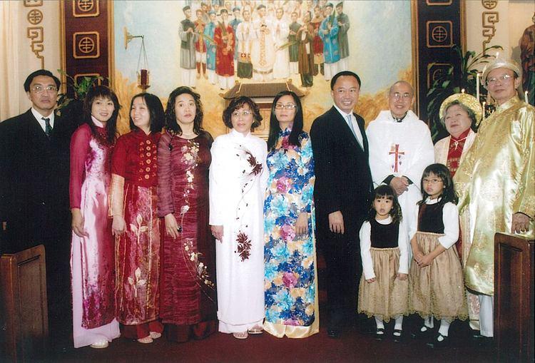 Viet D. Dinh Viet Dinh Favorite Son of Vietnamese Expatriates VietLife Magazine