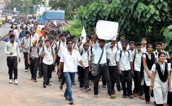 Vijaya College, Mulki Mangalore Mulki Vijaya College Students Demand for Revision of Fee
