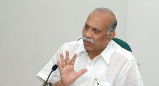 Vilas Muttemwar Nagpur MP Vilas Muttemwar writes to Cong men to come united for