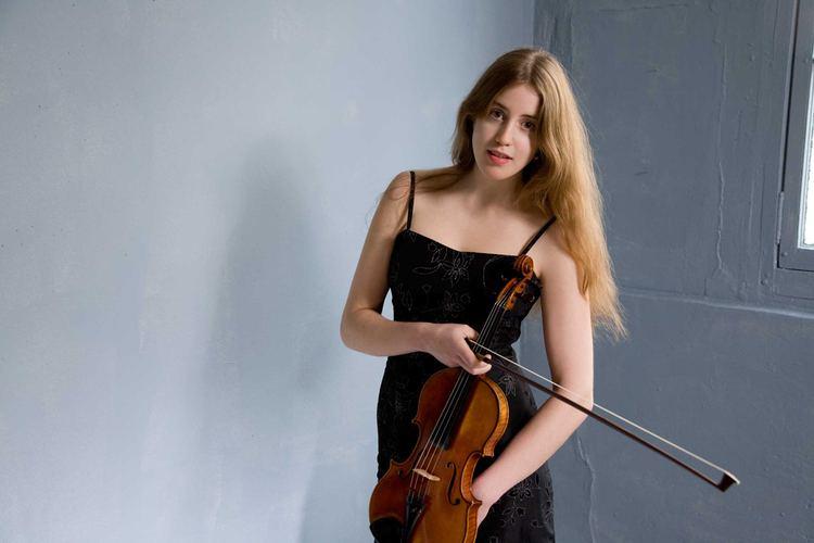 Vilde Frang ASO review Norwegian violinist Vilde Frang brings angelic