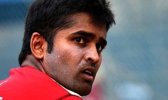 Vinay Kumar (Cricketer) playing cricket