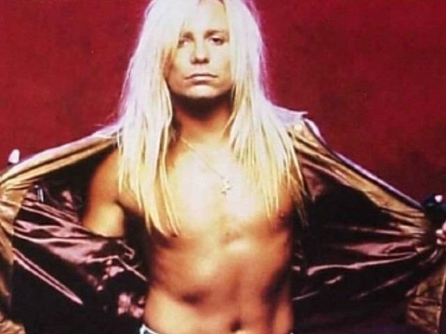 Vince Neil Vince Neil Is Suing His Social Media Manager To Regain