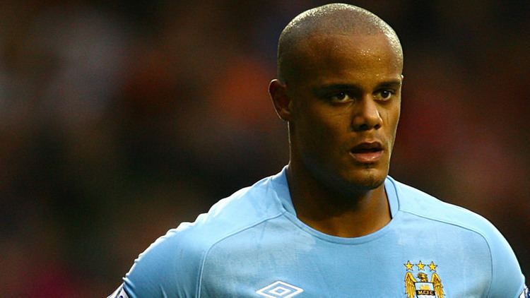 Vincent Kompany FOOTBALL NEWS VINCENT KOMPANY POKES FUN AT HIS FOREHEAD Yenihs