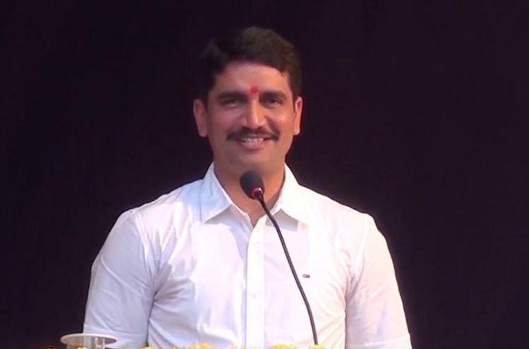 Vishwas Patil Vishwas Nangare Patil Wiki Biography Wife IPS Poem Height
