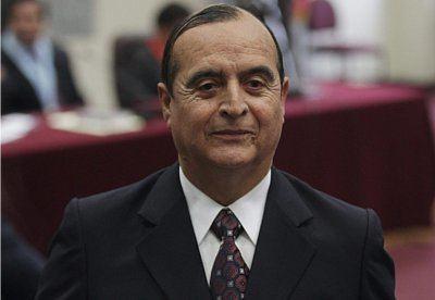 Vladimiro Montesinos Vladimiro Montesinos fue condenado a 25 aos de prisin