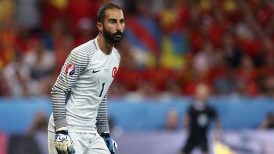 Volkan Babacan VIDEO Ugly scenes in Turkey as Istanbul Basaksehir players attack