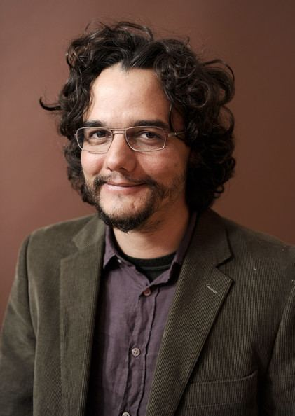 Wagner Moura Wagner Moura Photos Photos Fathers Chair Portraits 2012