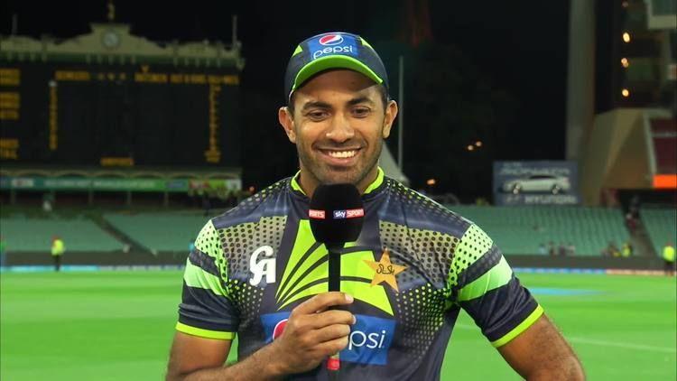 Australian skipper Michael Clarke salutes Pakistan bowler Wahab Riaz