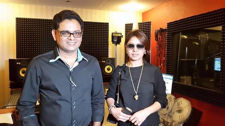 Waqar Ali Sunidhi Chauhan With Pakistani Musician Waqar Ali Arts