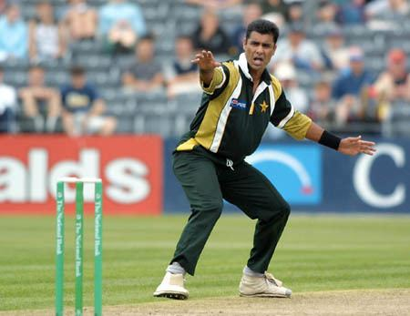 Waqar Younis (Cricketer) in the past