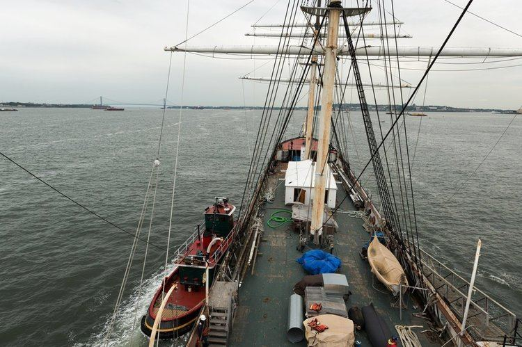 Wavertree (ship) IronHulled Ship Makes a Short but Crucial Harbor Voyage The New