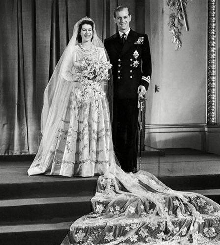Wedding dress of Princess Elizabeth a brief description of Princess Elizabeths wedding dress The