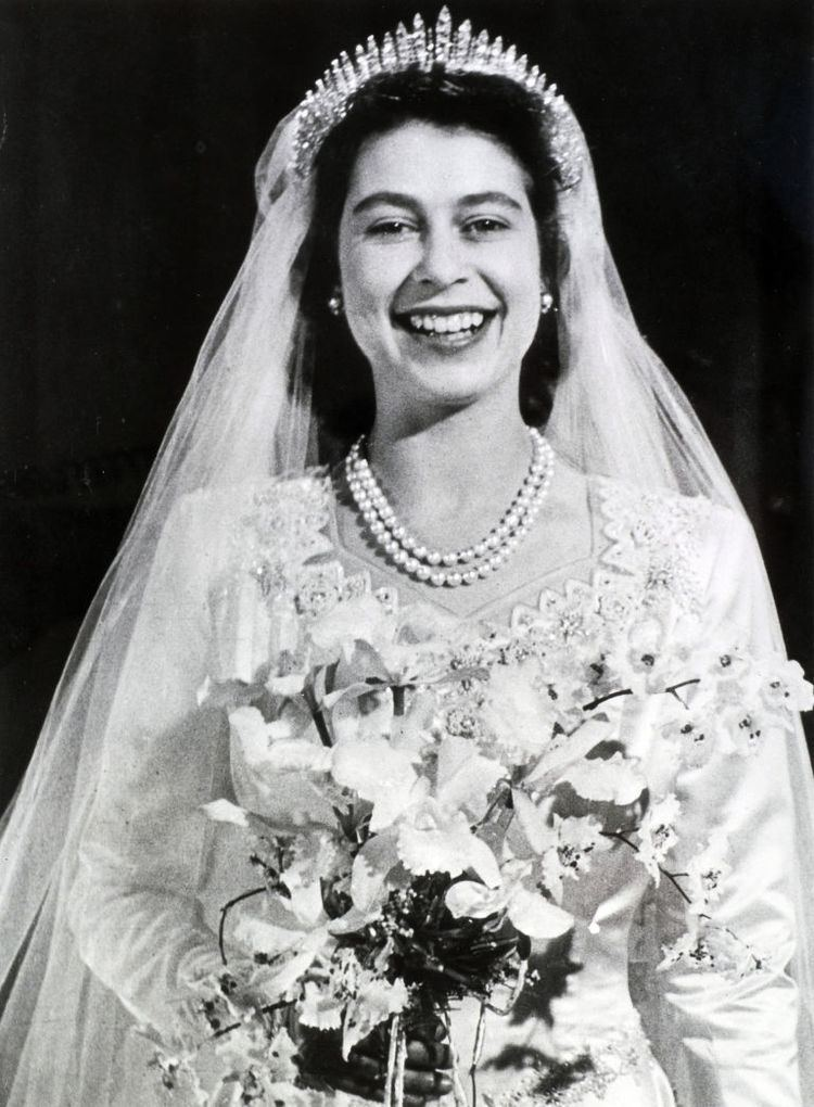 Wedding dress of Princess Elizabeth Queen Elizabeth Wedding Dress in The Crown This Is How Much the