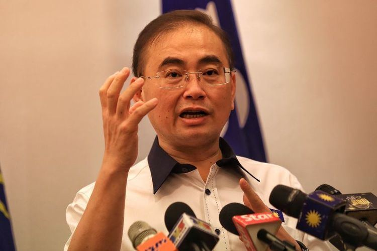 Wee Ka Siong Wee DAP mad for questioning MCA donations to Chinese schools