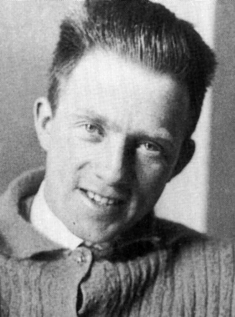 Werner Heisenberg Werner Heisenberg Key Participants Linus Pauling and