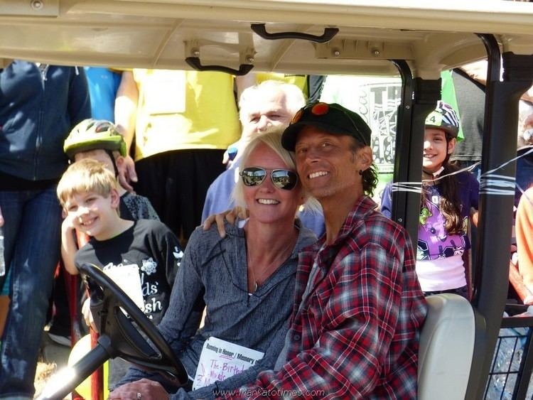 Wes Schuck LIVESTRONG Community comes together for Wes Schuck Photo album and