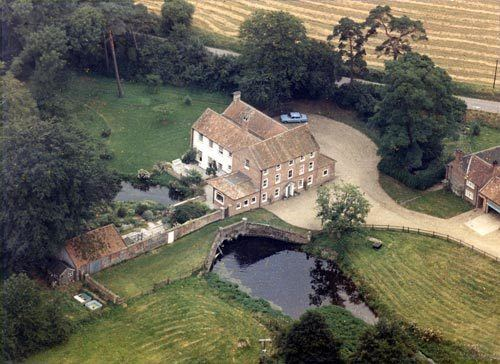 West Acre, Norfolk wwwnorfolkmillscoukimagesWestAcreaerialc1