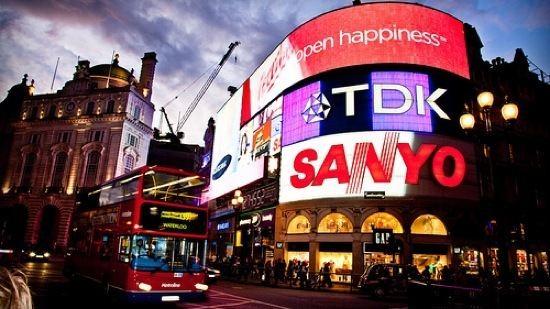 West End of London httpssmediacacheak0pinimgcomoriginals61