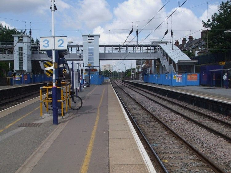 West Hampstead Thameslink railway station FileWest Hampstead Thameslink stn slow look north June 09JPG