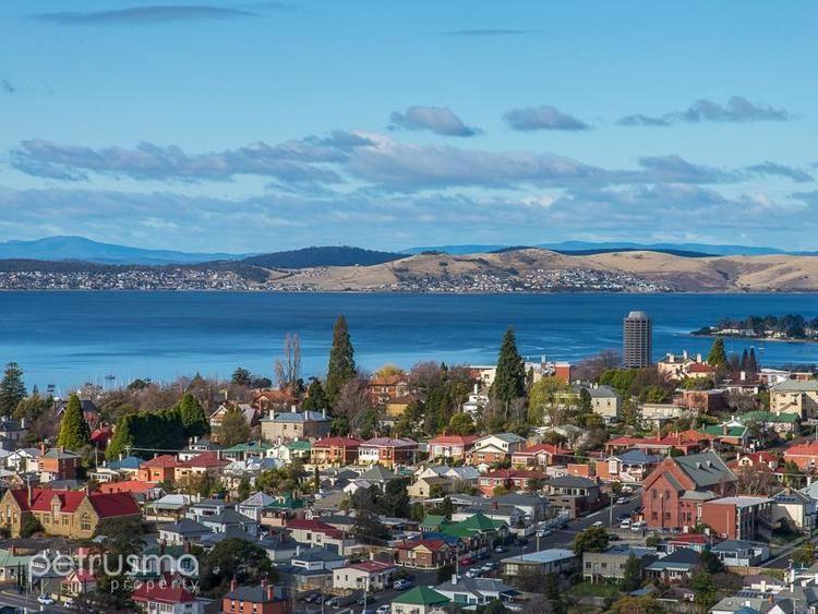 West Hobart, Tasmania httpsimagesrealestateviewcomaupics53028t