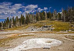 West Triplet Geyser httpsuploadwikimediaorgwikipediacommonsthu