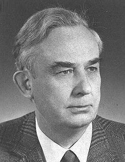 Willi Hennig httpsuploadwikimediaorgwikipediacommonsthu