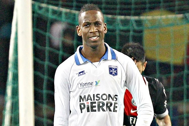 Willy Boly Ligue 2 Auxerre et Willy Boly accueillent Lens Football