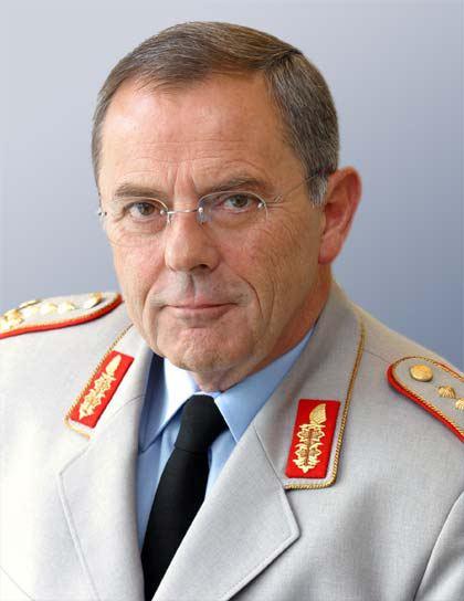 Wolfgang Schneiderhan (general) Gen Schneiderhan Europas Sicherheit im Zeichen globaler