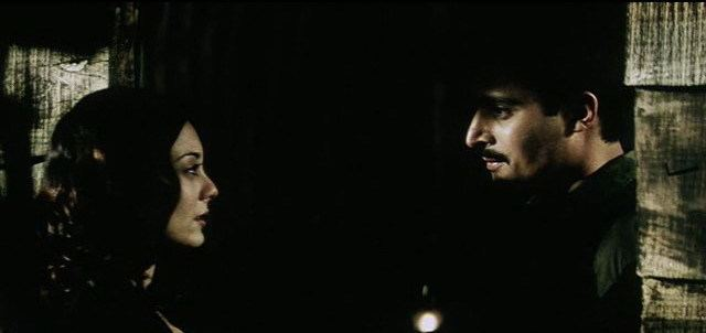 Yahaan movie scenes The first half of the movie is mostly through Aman s point of view but after intermission Adaa takes over and it s a joy to watch her fight for her man
