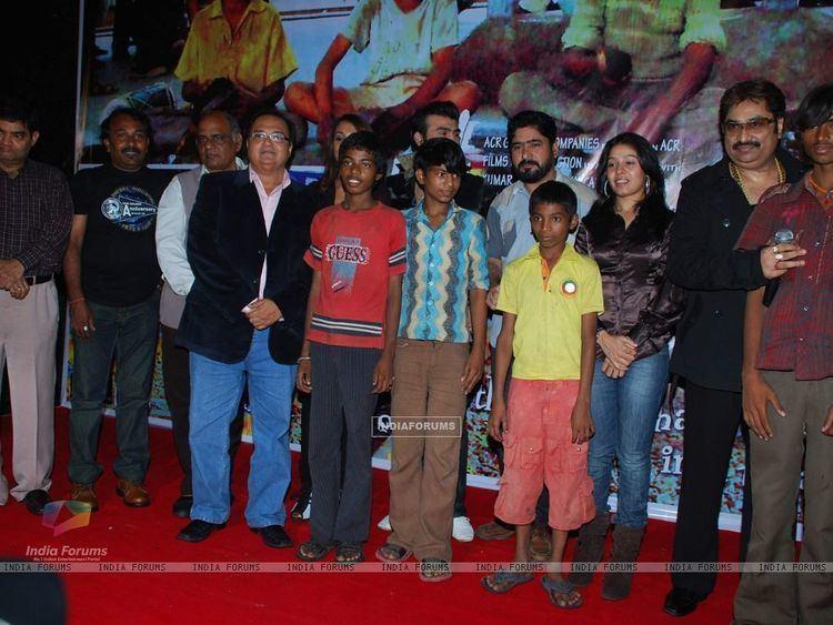 Yeh Sunday Kyun Aata Hai movie scenes  Yeh Sunday Kyun Aata Hai film music launch at Raheja Classic Rakesh Bedi Kashmira Shah Kumar Sanu and Sunidi Chauhan at Yeh Sunday Kyun Aata