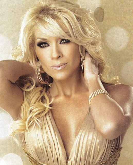 Yuri (Mexican singer) Yuri cantante mexicana nuevo look Singers