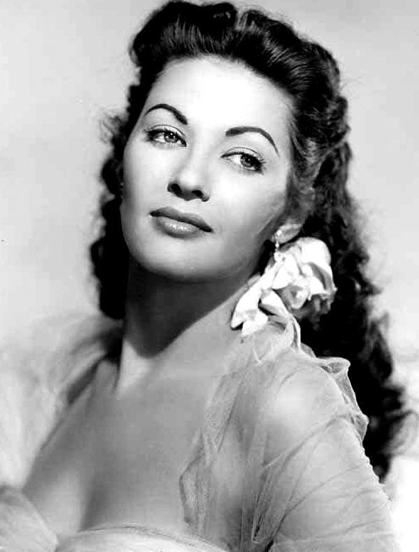 Yvonne De Carlo httpsuploadwikimediaorgwikipediacommons99