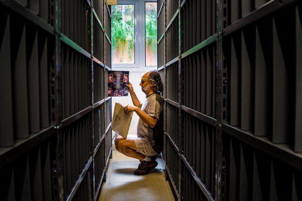 Zero Freitas How to Organize Thousands of Vinyl Records Using Seemingly
