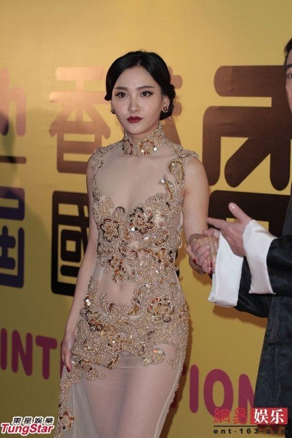 Zhou Chuchu Din xuyn thu sao Cbiz l vng ba phn cm Gii