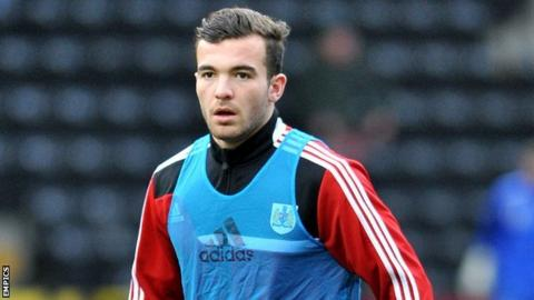 Mitch Brundle Braintree Town sign Mitch Brundle and Carl Pentney BBC Sport